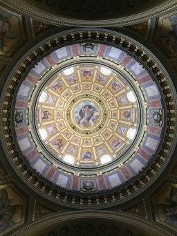 Cualquier iglesia de Budapest puede lucir tan hermosa como esta.