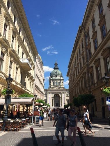 La vista desde una calle cualquiera en Budapest.