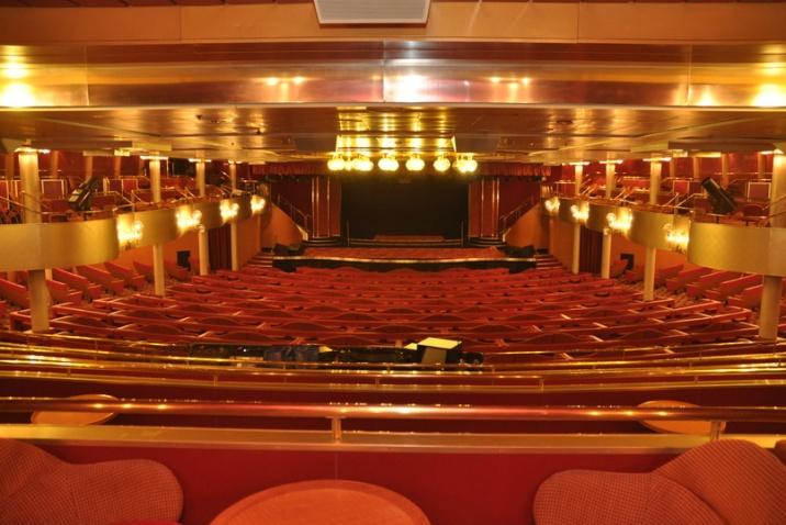 La imagen no le hace justicia a lo hermoso que es el teatro del Zenith, donde todas las noches habrá una presentación diferente.