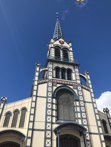 Me sentí como un minion al lado de la Catedral St. Louis.