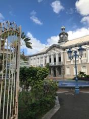 Un hotel en el centro de la ciudad de Martinica y que asumo es bastante caro.