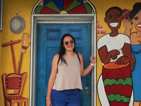 Parece que los cubanos son bajitos porque yo casi no entro por la puerta.