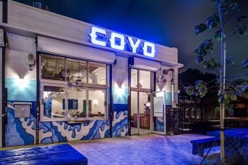 Hermoso por fuera y por dentro, esta taquería te encantará. Fuente: http://www.miaminewtimes.com/location/coyo-taco-6423065