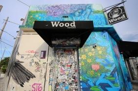 La puerta que abre los caminos hacia la diversión. Fuente: http://woodtavern.com/