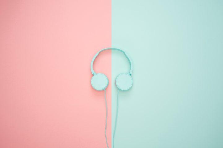 Manejando con audífonos